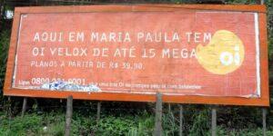 Placa da Velox anunciando velocidade de até 15 mega